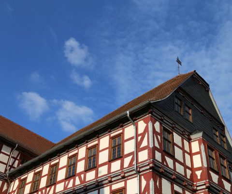 Haus vor blauem Himmel in Fritzlar
