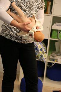 Erläuterung einer Geburt am Beispiel einer Puppe